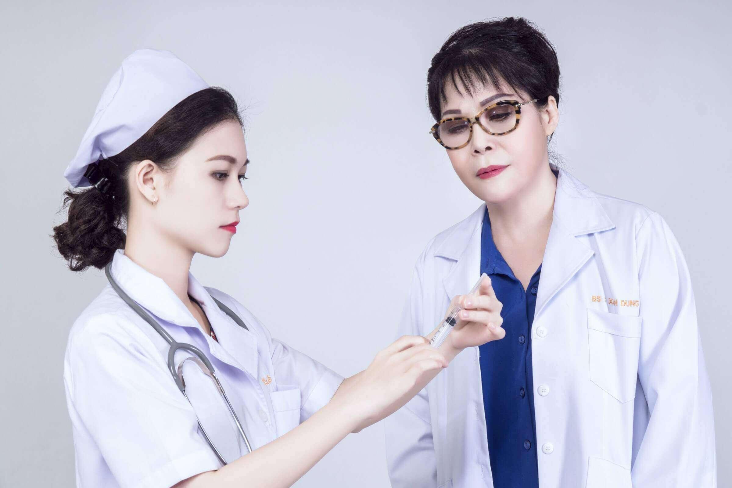 bác sỹ thẩm mỹ viện á đông