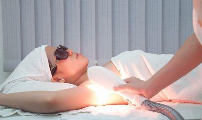 Sử dụng máy triệt lông tác động lên vùng trị liệu
