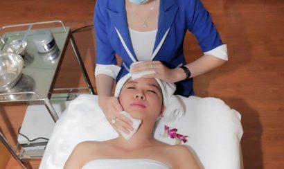 Làm sạch da và đánh dấu vùng cần điều trị